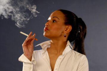 ¿Cómo son y cómo funcionan los cigarros electrónicos o e-cigarrillos?